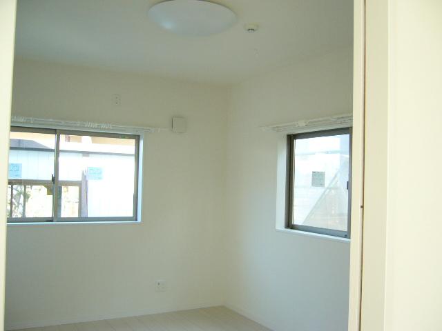 各部屋、白を基調としているので、より明るさを感じます。