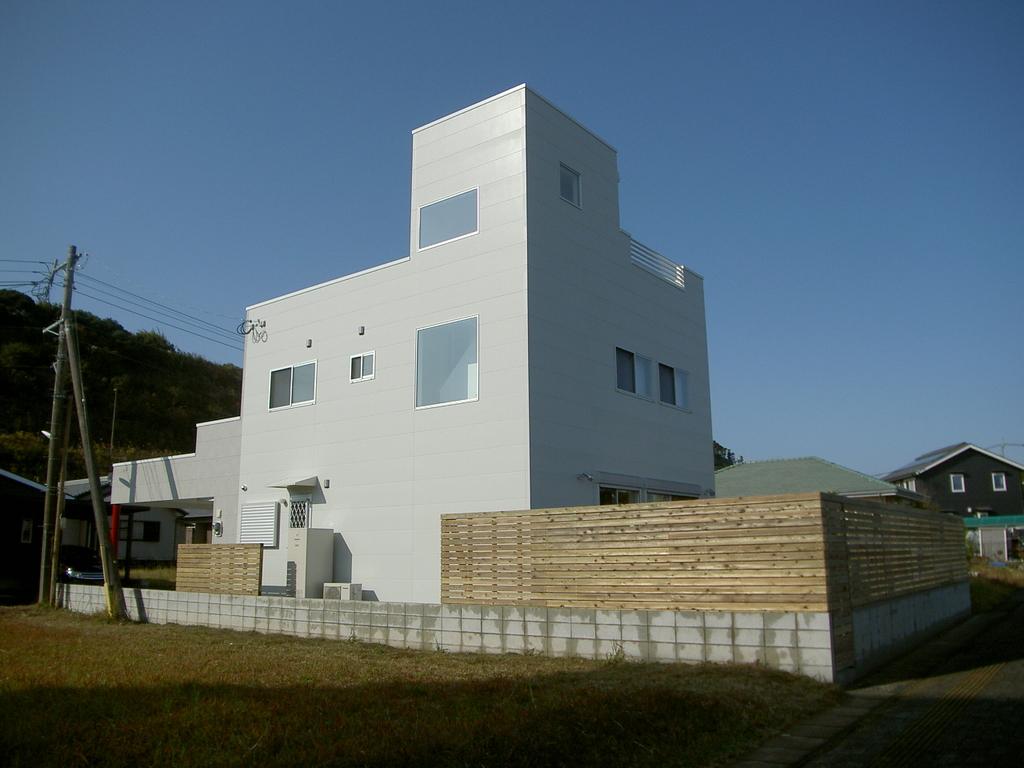 三階建ての屋上から青島の海がみえます!!