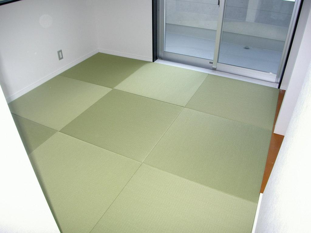 琉球畳を使用しておしゃれな和室になりました。