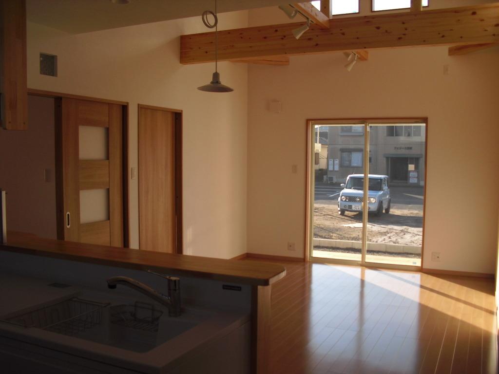天井を高くつくることでお部屋の空間が広がります。