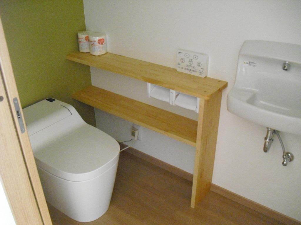 トイレにももちろん収納付き。十分なスペースをとっているので、閉鎖的な空間を感じさせません!