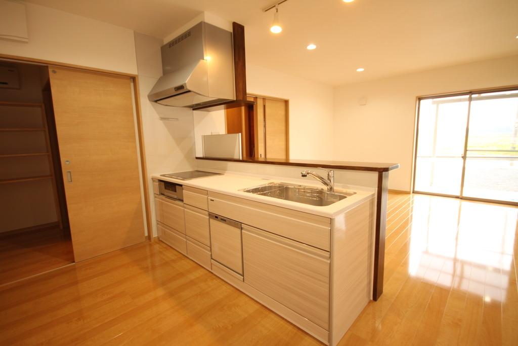 システムキッチンはIHや食器洗浄機付!