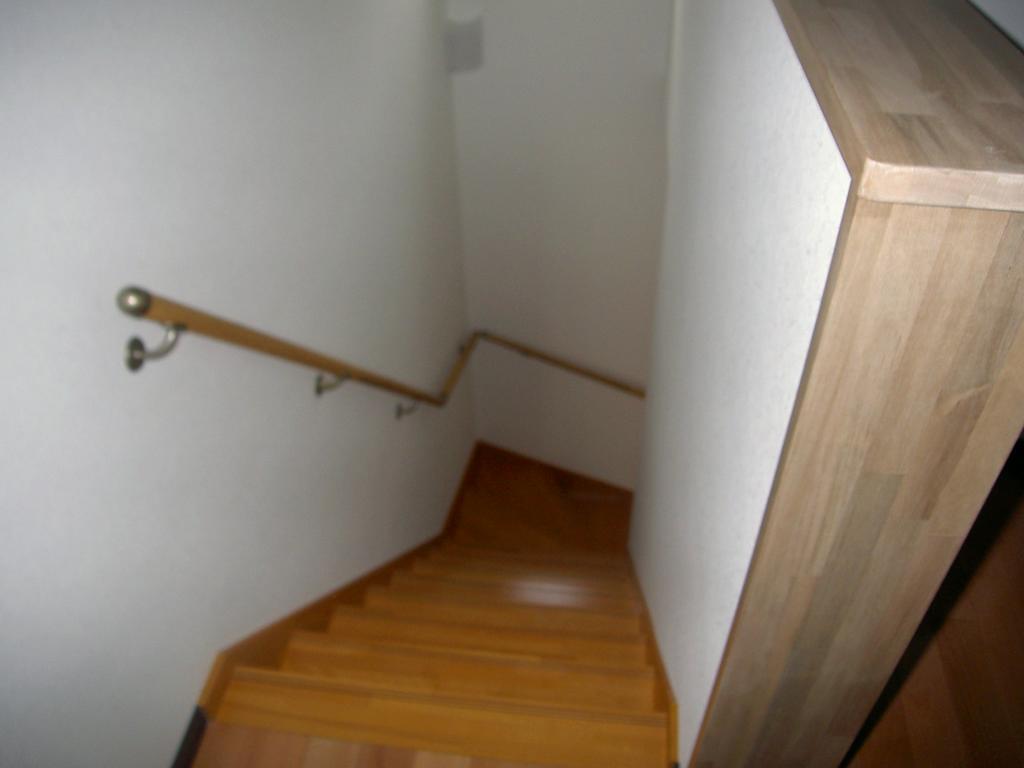 使い易い2LDKの2階建てアパートです。