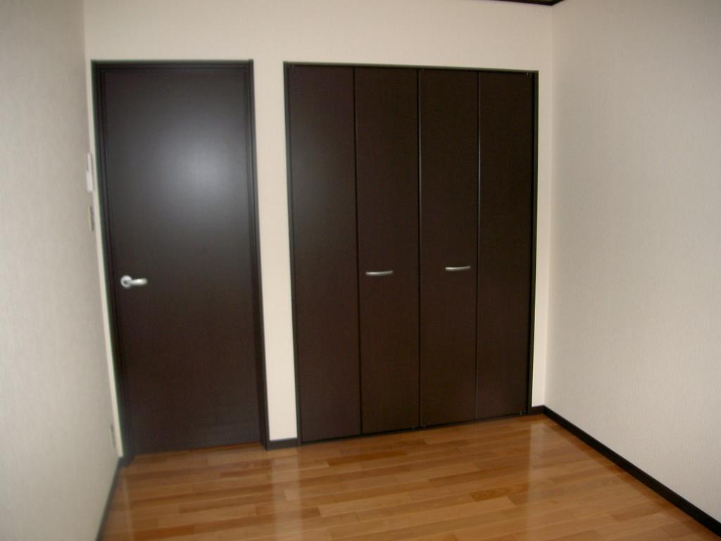 2階は洋室2部屋、ランドリーユニット付!<br />