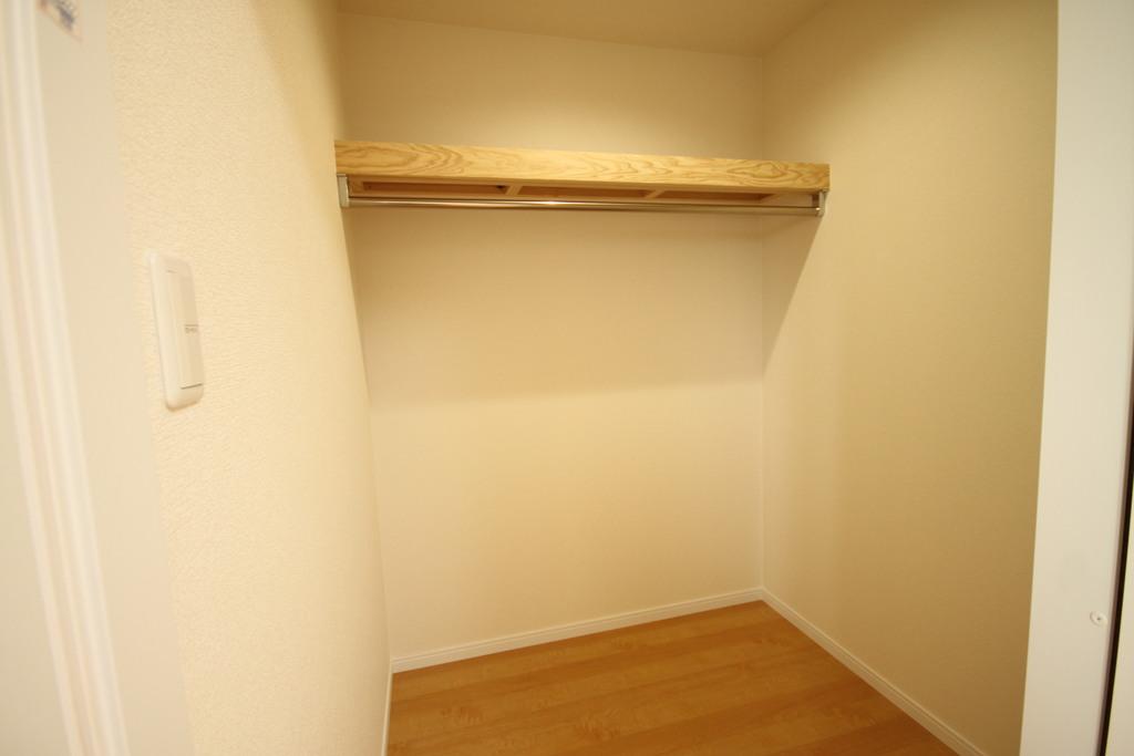 2階洋室にはウォークインクロゼットで収納を確保。