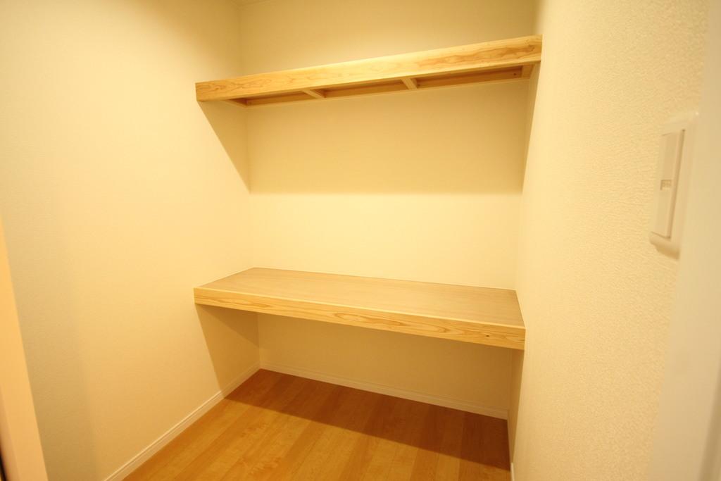 1階には納戸があり家族の収納スペースとして活用できます。